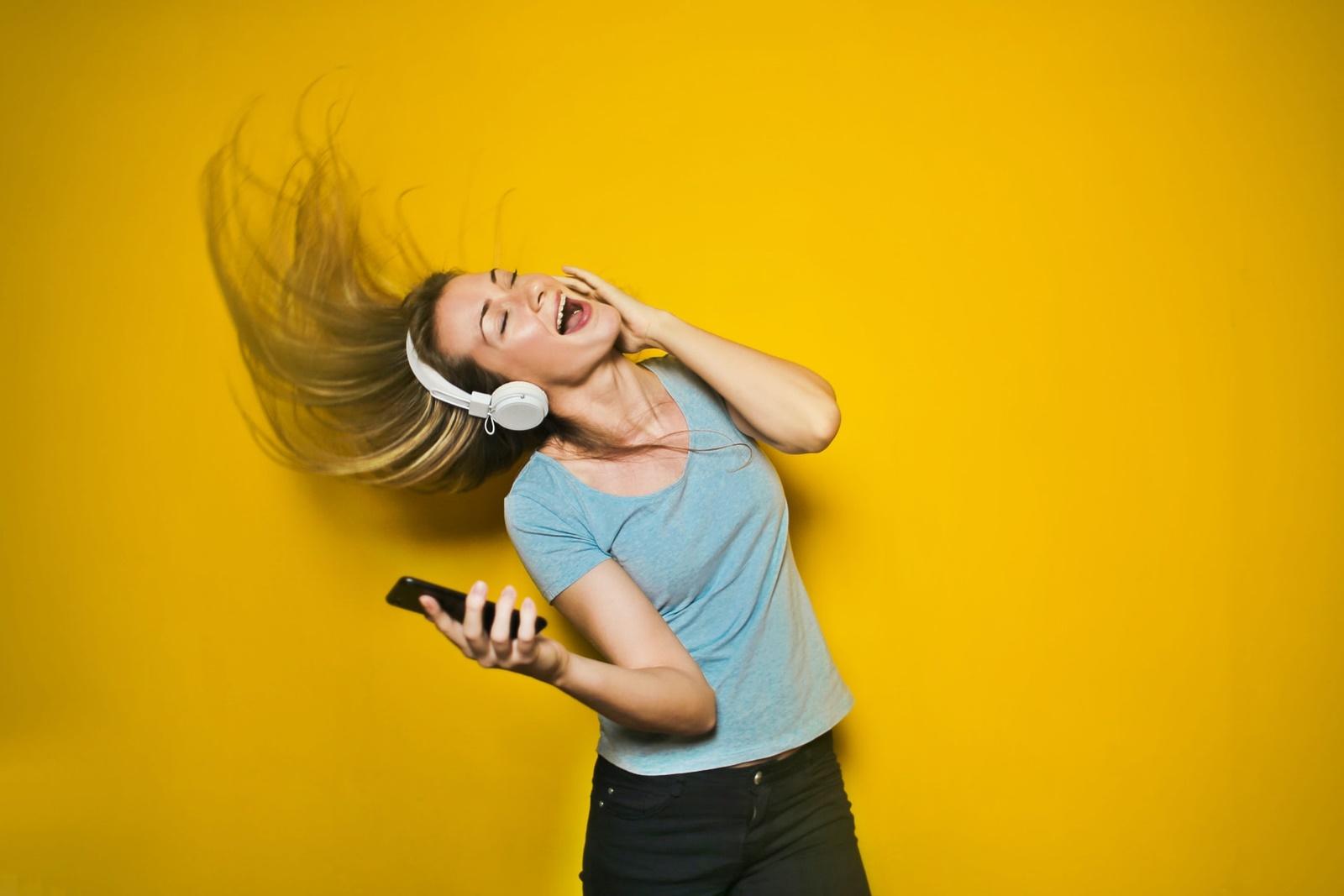 一目惚れしたら聴きたい歌は?みんなに人気の曲は何?9つを厳選してみました!